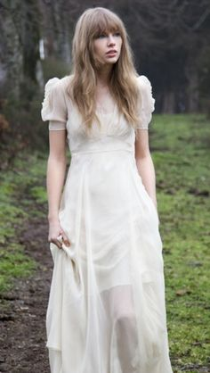 Safe and Sound. I love that song. Taylor Swift Music, Taylor Swift Style, Taylor Alison Swift, Swift 3, Taylor Swift Pictures, Fairy Dress, Celebs, Celebrities, Celebrity Photos