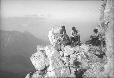 Bergsteiger. Rastende Bergkletterer am Lärchenturm (Cjajnik) in der Koschuta. Foto. Aufnahme um 1920-1935.
