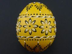 Easter Egg with Flowers, Wax Embossed Pysanka in Yellow, Decorated Chicken Egg Fresh Chicken, Chicken Eggs, Farm Chicken, Diy And Crafts, Arts And Crafts, Ukrainian Easter Eggs, Coloring Easter Eggs, Chicken Breeds, Egg Art