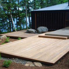Postech screw pile foundation on large wood deck lake house Modern Deck, Modern Backyard, Patio Deck Designs, Patio Design, Garden Design, Exterior Design, Cool Deck, Diy Deck, Oberirdische Pools