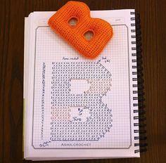Crochet and Cia: Crochet Amigurumi Alphabet - Graphic Crochet Alphabet Letters, Crochet Letters Pattern, Letter Patterns, Alphabet And Numbers, Crochet Patterns, Crochet Diagram, Crochet Chart, Crochet Motif, Crochet Stitches
