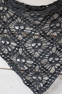 Skull Shawl :: Roundup of free #crochet #skull patterns on Moogly!