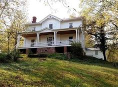 View 50 photos of this $214,900, 4 bed, 2.0 bath, 3208 sqft single family home located at 782 Midway Mills Ln, Wingina, VA 24599 built in 1870. MLS # 542948.