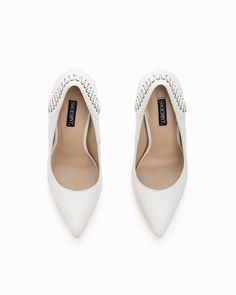 been dying for some beautiful white pumps!