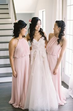 A bride and her besties: http://www.stylemepretty.com/2016/06/07/spring-garden-wedding-at-river-oaks-garden-club/   Photography: Mint Photography - http://mymintphotography.com/