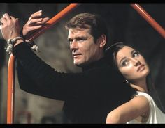 Roger Moore Jane Seymour Live and Let Die James Bond | The ...