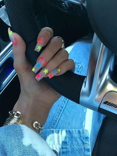 Kylie Jenner is a nail idol. If you want to learn Kylie Jenner's nails, nail shapes, nail designs and nail colors, this guide is definitely for you. Summer Nails Neon, Summer Acrylic Nails, Best Acrylic Nails, Sparkly Acrylic Nails, Orange Acrylic Nails, Pretty Nails For Summer, Acrylic Nail Art, Acrylic Nail Designs, Glitter Nails