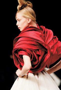 McQueen roses #alexandermcqueensavagebeauty