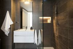contemporary-cool-small-apartment-6-622x414[1] Washroom, Small Apartments, Decoration, Bathroom Lighting, New Homes, Contemporary, Mirror, Cool Stuff, House