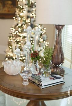 Decoração de mesa lateral: cristais, murano, livros e verdinhos. Combinação perfeita!!!!!