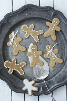 la petite cuisine: so british: gingerbread people and christmas stockings