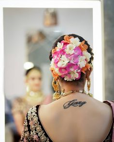 20 Unique And Trending Bridal Hair Accessories For the Modern Indian Bride Wedding Day Makeup, Bridal Makeup Looks, Indian Bridal Makeup, Bridal Looks, Indian Bridal Hairstyles, Bride Hairstyles, Bridal Hairdo, Hairstyle Wedding, Hair Decorations
