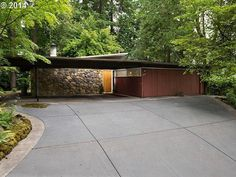Mid-Mod Pick of the Week 2: 1958 Lakewood (SW, Lake Oswego) Mid-century Mod. Time capsule! Post and beam construction w/ sliding walls allows for 3-5 beds. Vintage throughout!! Stone full wall fireplace, transom and floor-to-ceiling windows, and wood galore. DREAM HOME!! $825,000.
