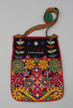 Scandinavian Embroidery, Swedish Embroidery, Wool Embroidery, Embroidery Designs, Sewing Pockets, Different Types Of Fabric, Textiles, Boho Bags, Swedish Design
