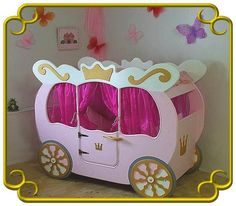 Das Bettchen alleine ist schon ein kleines Königreich in dem sich jede kleine Prinzessin wohlfühlt. Die Kutsche ist leicht aufzubauen und wird mit all