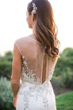 Obsessing over the sparkly details on this wedding dress that match perfectly with the hair clip.