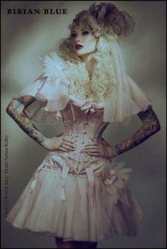 That corset!!