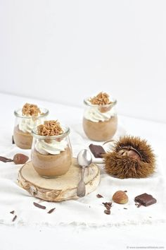 Creamy chocolate chestnut mousse served in the glass of Sweets and Lifestyle Source by Mousse Dessert, Köstliche Desserts, Sweet Desserts, Bailey Mousse, Baileys, Tapas, Good Food, Awesome Food, Panna Cotta