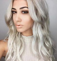 Platinum Blonde Hair Color, Cool Blonde Hair, Dyed Blonde Hair, Hair Color Dark, Blonde Color, Cool Hair Color, Brown Hair Colors, Yellow Hair, Hair Color Balayage