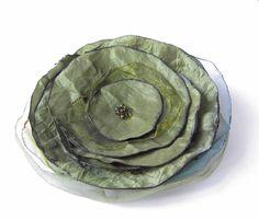 Anstecker Brosche Crash-Taft-Blüte in oliv von soschoen auf DaWanda.com