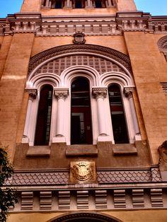 """Iglesia de San Ignacio de Loyola. Es propiedad de una congregación vasca : La Real Congregación de Naturales y Originarios de las Tres Provincias Vascongadas, conocidas como """" Los Oriundos """" desde 1765. Las misas son mixtas en castellao y euskera."""
