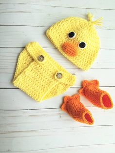 Newborn Duck Outfit, Crochet Baby Duck Hat Set, Newborn Photography Prop Outfit - This is a crocheted baby duck newborn photography prop outfit. The hat is a yellow duck face, the di - Crochet Baby Costumes, Crochet Baby Clothes, Crochet Baby Hats, Baby Knitting, Crochet Baby Outfits, Crochet Bebe, Crochet For Kids, Baby Patterns, Crochet Patterns