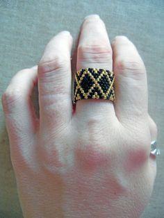 Une bague tissée en perles Miyuki (perles en verre japonaises de haute qualité). Elle est très agréable et légère à porter. Le motif ethnique est crée par moi, les couleurs - 16564565 Diy Jewelry, Beaded Jewelry, Handmade Jewelry, Earring Tutorial, Bracelet Tutorial, Bead Loom Patterns, Peyote Patterns, Beading Patterns, Seed Bead Earrings