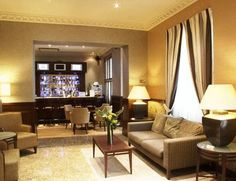 All rooms at the elegant ** Sidney Hotel London-Victoria have individual music libraries and tea/coffee facilities. London Tourist Guide, Tourist Spots, Hotel Safe, Great Hotel, London Hotels, London Victoria, Hotel Deals, Modern Room, Best Hotels
