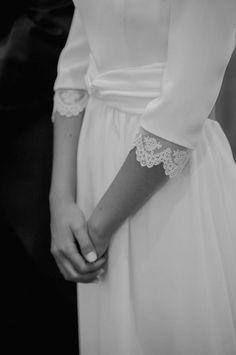 Preciosas mangas francesas de una de nuestras novias Panambi 2015!! Detalles de encaje simplemente perfectos que nos enamoran a primera vista!!