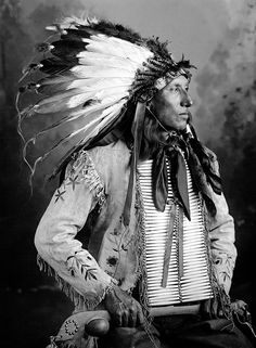 From 1900 to photographer Frank Bennett Fiske lived on the Reservation, where he took a majestic series of portraits of the local Native American Sioux tribe. Native American Images, American Indian Art, Native American History, Native American Indians, Native Americans, African Americans, British History, American Symbols, Indian Tribes