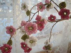 Apple Blossom Flowers {direct link: http://appleblossomdreams.blogspot.com/2011/02/apple-blossom-header.html