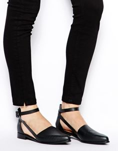 I'm not a big flats girl.. But these are adorbs... ASOS MADHOUSE Pointed Shoes