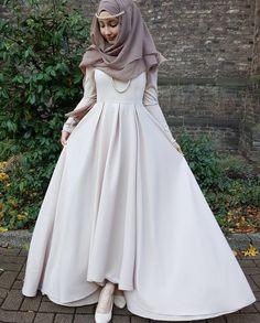 Pinterest: @adarkurdish Muslimah Wedding Dress, Hijab Wedding Dresses, Event Dresses, Modest Dresses, Modest Clothing, Hijab Evening Dress, Hijab Dress Party, Hijab Style Dress, Muslim Girls