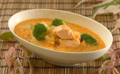 Thailaks med kokosmelk, brokkoli og curry My Favorite Food, Favorite Recipes, Scandinavian Food, Fish Dishes, Thai Red Curry, Nom Nom, Seafood, Ethnic Recipes, Desserts