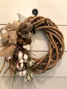 Simple side arrangement for wreath Christmas Fabric Crafts, Pink Christmas Decorations, Fall Crafts, Christmas Ornaments, Autumn Wreaths, Holiday Wreaths, Wreath Crafts, Diy Wreath, Willow Wreath