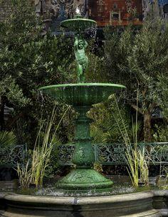 Etonnant Antique Two Tier Garden Fountain In Cast Iron