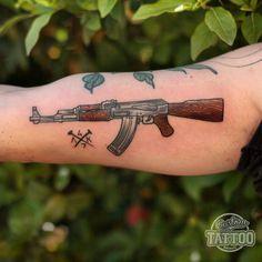Resultado de imagem para tattoo old school ak 47