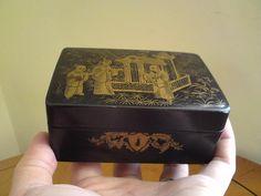 19TH CENTURY VICTORIAN LACQUER PAPIER-MACHE CHINOISERIE BOX