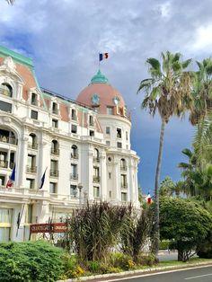 """Hôtel-Palace """"Négresco"""" sur la Promenade des Anglais à Nice (06) Nice Cote D Azur, Nice City, Promenade Des Anglais, Antibes, France, French Riviera, Best Cities, Beautiful World, Cannes"""