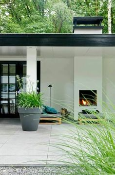 Moderner Garten, Terrasse, Kamin, Loungemöbel