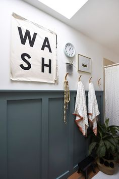 See how to spruce up your guest bathroom by learning how to build a modern Board and Batten Accent wall treatment and a gorgeous deep teal paint color! Delineate Your Dwelling - How to build a modern Board and Batten Accent Wall Teal Accent Walls, Accent Wall Colors, Teal Walls, Teal Kitchen Walls, Chevron Walls, Paint Walls, Teal Accents, Bathroom Accent Wall, Bathroom Accents