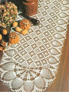 See free crochet patterns for this beautiful 'Oval Runner' Pattern Crochet Table Runner Pattern, Crochet Tablecloth, Thread Crochet, Filet Crochet, Crochet Dollies, Vintage Crochet Patterns, Pineapple Crochet, Crochet Home, Crochet Projects