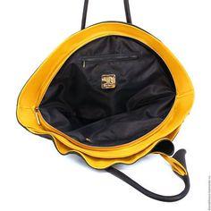 Купить или заказать Гингко макси в интернет-магазине на Ярмарке Мастеров. 'Гингко' Размеры: 60/40 см. Очень красивая, вместительная сумочка большого размера на каждый день. Способ ношения - в руке, на плече и на локте. Материал - кожа средней и высокой плотности. Тип замка - молния. Внутри - одно отделение и 2 кармана (на молнии и…