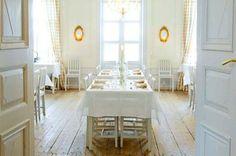 JUVIn pinnatuolit ja -pöydät Westerby gårdissa