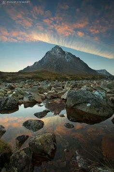 Etive Mor Beautiful World, Beautiful Places, Amazing Places, Scottish Mountains, Cool Photos, Interesting Photos, England And Scotland, Scotland Travel, Mountain Landscape