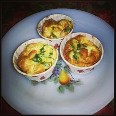 Egg muffins to go! It's simply omlette in a cupcake mould ... but helps for breakfast to go! Just warm and u're ready to go!