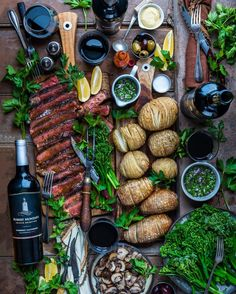 Steak, hasselback spuds, chimichurri, and a full-bodied Cabernet. So much love for Holiday feasting with friends. The best! @robertmondavips #ad