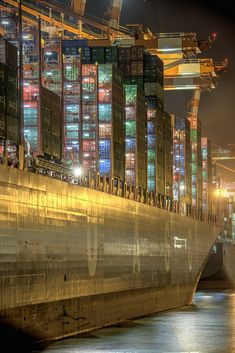 The colors of the night in the harbor .The special motifs from the port of Hamburg. Event Logistics, Restaurant Hotel, Hamburg City, Cool Pictures, Beautiful Pictures, Marine Engineering, Merchant Navy, Artsy Photos, Industrial Photography