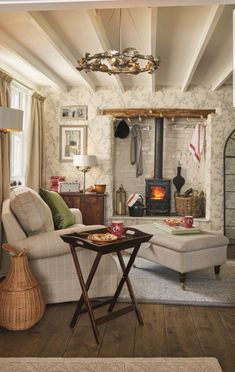 Traditional And Cozy Living Room Inspiration Ideas Decoration House Interior, Cottage Living Rooms, Living Room Inspiration, Cottage Interiors, Home, Interior, Country Cottage Decor, Home Decor Styles, Shabby Chic Homes