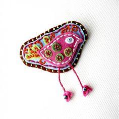 lurga / Kora - felted bird, felted brooch, bird brooch